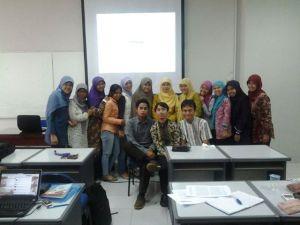 Foto kelas dengan Bu Ocih